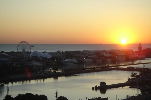 Chicago Navy Pier @ sunrise