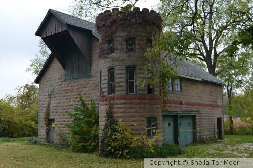 Castle-Barn-Garage