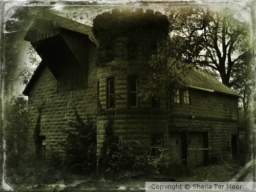 Haunted Castle-Barn-Garage