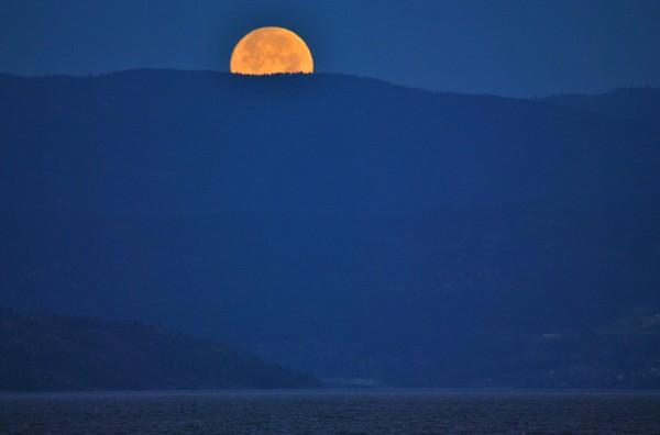 Moonset on Okanagan Lake