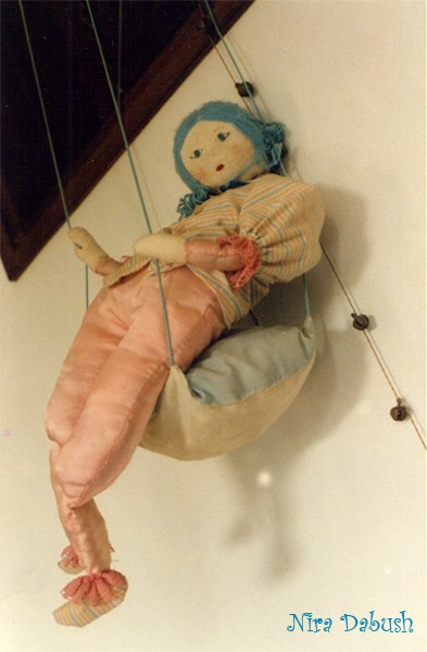 Puppet On a Swing  ( 1981 )