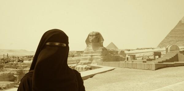 Sphinx & Her Admirers