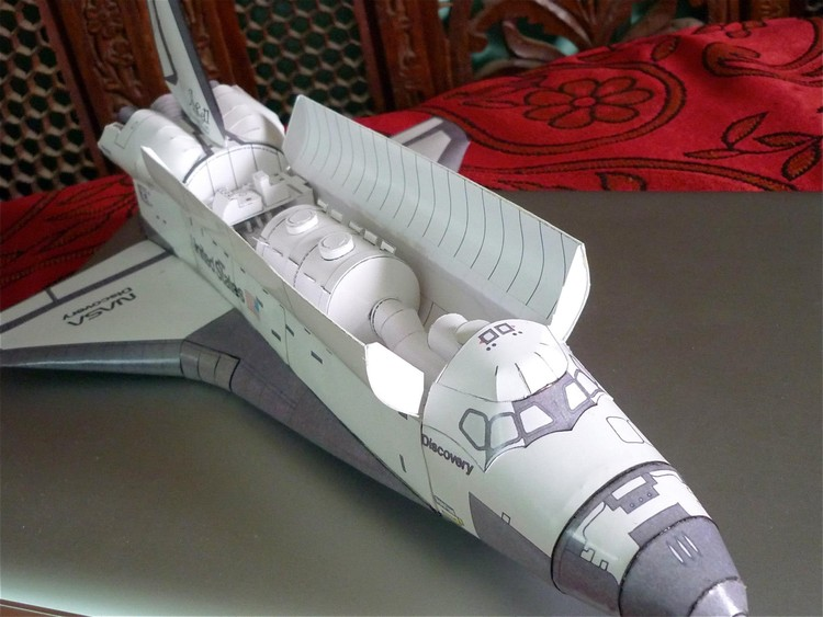 Paper Model of Discovery Space Shuttle