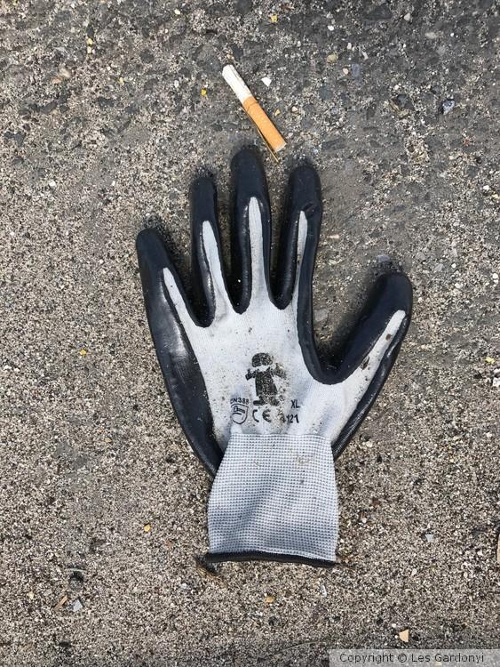 Lost Cigarette Glove