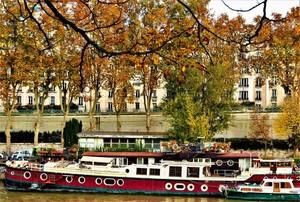 HOUSE BOAT IN PARIS  ...