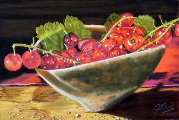 Redcurrants in a ceramic dish