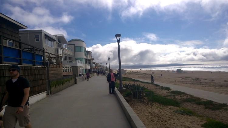 manhatten beach promenade