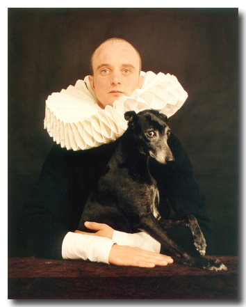 Heer met molensteenkraag en hond