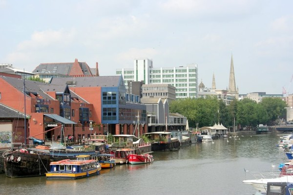 RIVER SCENE IN ENGLAND