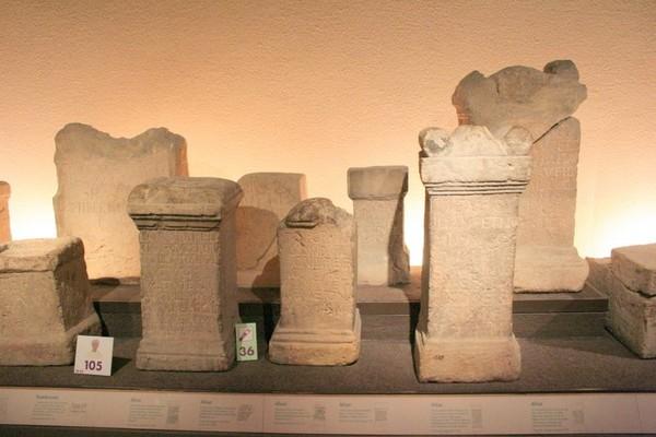 ROMAN ARTIFACTS BATH ENGLAND