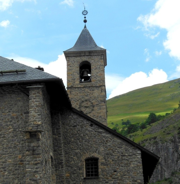 LITTLE CHAPEL IN THE FRENCH ALPS