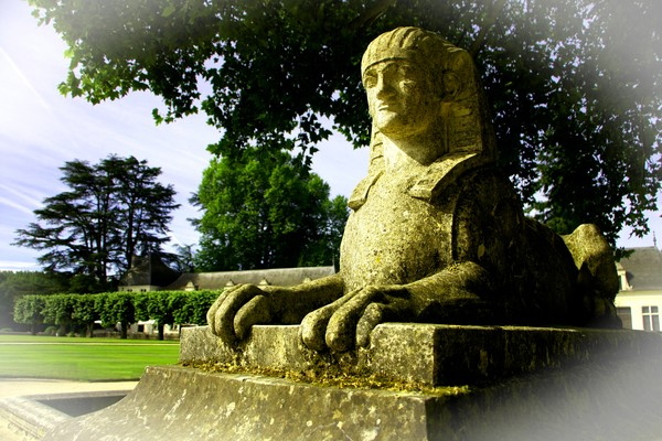 Guardian at Chenonceaux