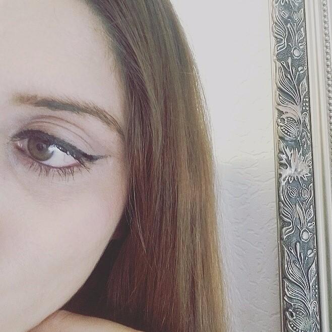 Hazel eyes selfie