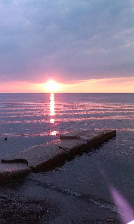 sun set in lorain ohio