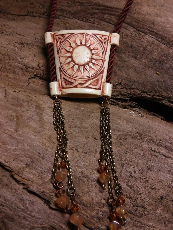 Sun pendant/glasses holder