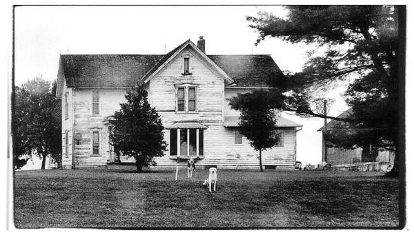 IOWA FARM HOUSE AND DOGS