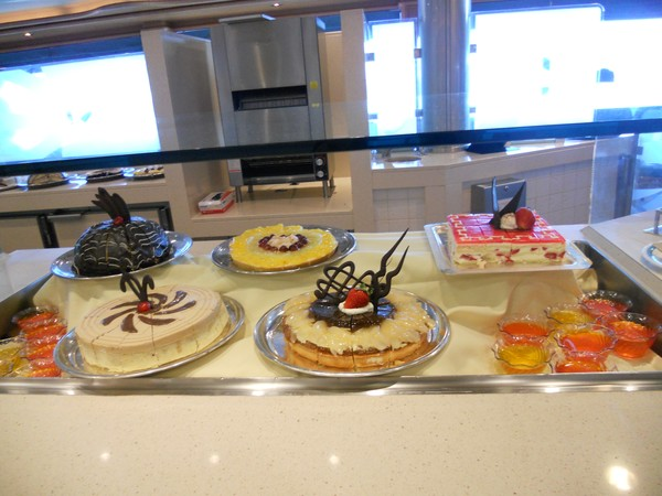 dessert tray on the Sappire Princess