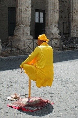 Street performer at the Pantheon, Rome