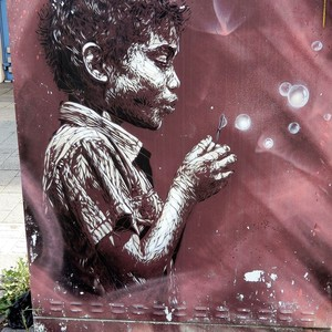STREET ART ; BUBBLE BOY ..