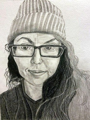 Woman with hat and eye glassesR