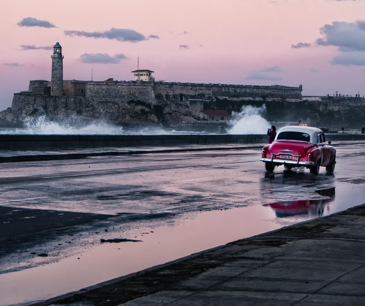 Havana - Sunset and waves on the Malacon